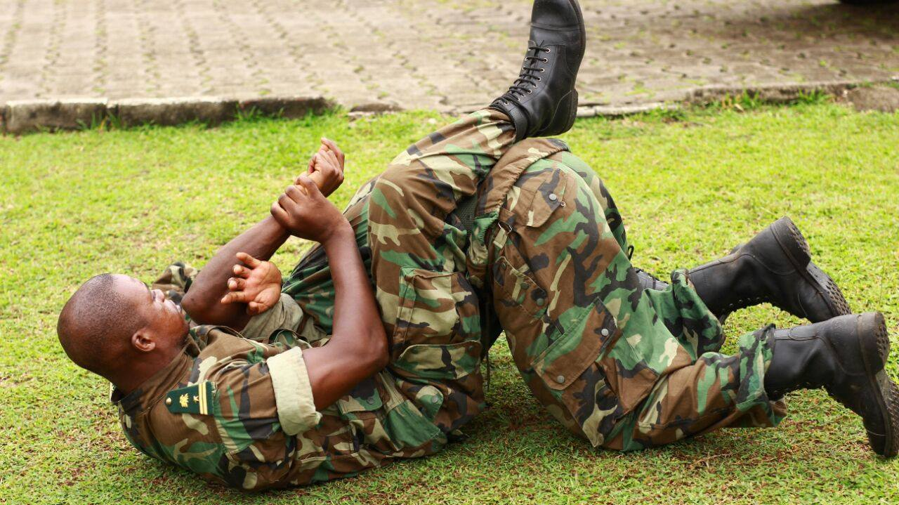 CAMEROON SPECIAL FORCES LEARN MMA TECHNIQUE